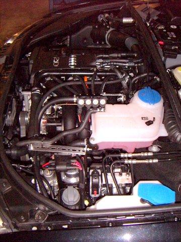 Audi A4 Avant 2.0 Motorraum nach Einbau einer LPG-Autogas Anlage