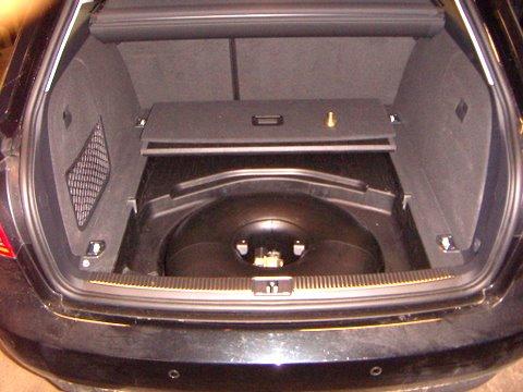 Audi A4 Avant 2.0 Reserveradmuldentank nach Einbau einer LPG-Autogas Anlage