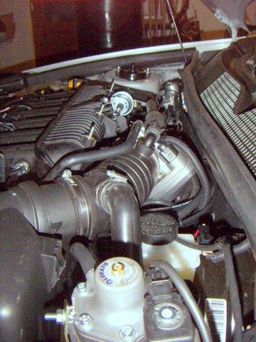 Chevrolet Epica Motorraum nach Einbau einer LPG-Autogas Anlage