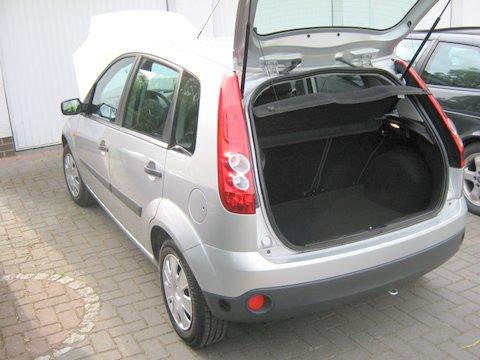 Ford Fiesta Heckansicht mit Kofferraum nach Einbau einer LPG-Autogas Anlage