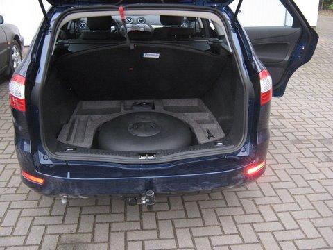 Ford Mondeo Titanium Kofferraum mit Reserveradmuldentank nach Einbau einer LPG-Autogas Anlage