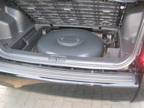 Hyundai Tucson Kofferrraum mit Reserveradmuldentank nach Einbau einer LPG-Autogas Anlage
