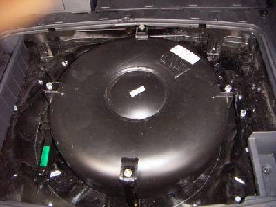 Hyundai Tucson Reserveradmuldentank  nach Einbau einer LPG-Autogas Anlage