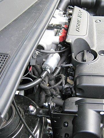 Hyundai Tucson Motorraum mit Reserveradmuldentank nach Einbau einer LPG-Autogas Anlage