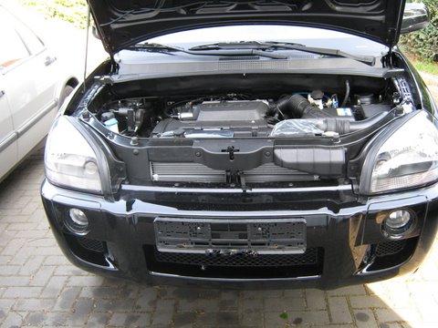 Hyundai Tucson Frontansicht / Mottorraum nach Einbau einer LPG-Autogas Anlage