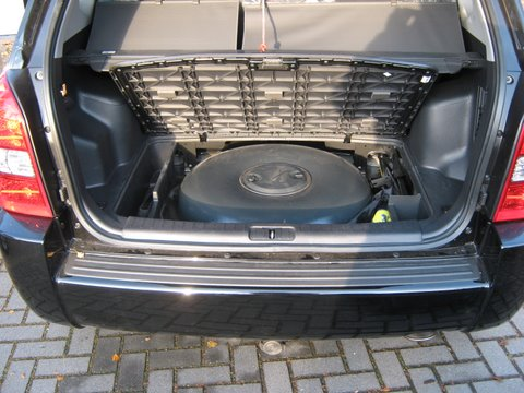 Hyundai Tucson 2.0i Kofferrraum mit Reserveradmuldentank nach Einbau einer LPG-Autogas Anlage