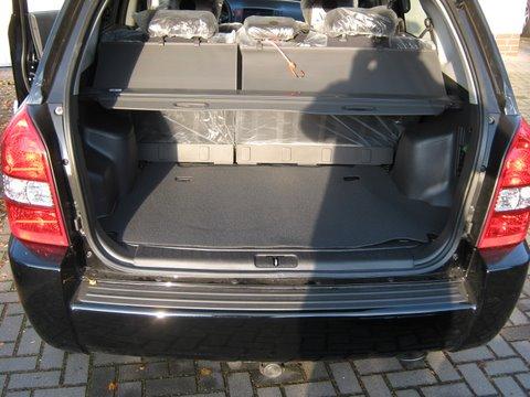 Hyundai Tucson 2.0i Kofferrraum mit abgedecktem Reserveradmuldentank nach Einbau einer LPG-Autogas Anlage