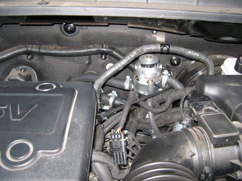 Kia Carens Motorraum nach Einbau einer LPG-Autogas Anlage