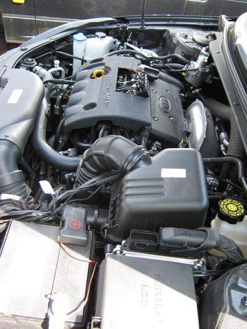 Kia Ceed Motorraum mit Reserveradmuldentank nach Einbau einer LPG-Autogas Anlage