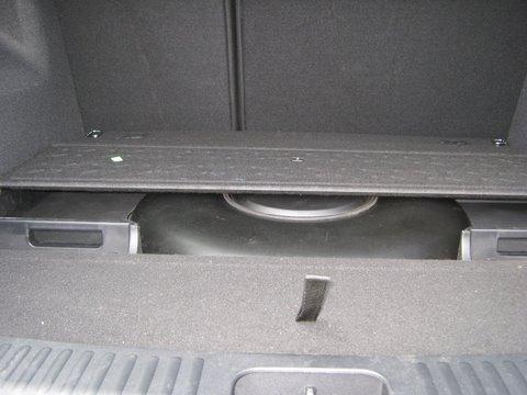 Kia Ceed Kofferraum mit Reserveradmuldentank nach Einbau einer LPG-Autogas Anlage