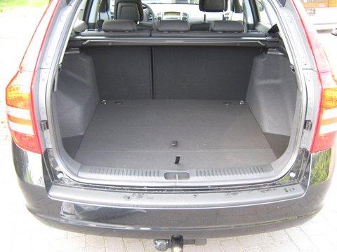 Kia Ceed Kofferraum mit abgedecktem Reserveradmuldentank nach Einbau einer LPG-Autogas Anlage