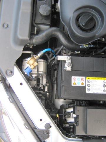 Kia Sorento Motorraum nach Einbau einer LPG-Autogas Anlage