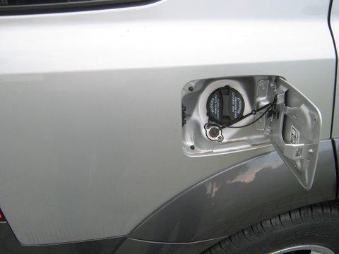 Kia Sorento Tankstutzen nach Einbau einer LPG-Autogas Anlage