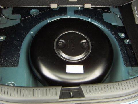 Mazda 3 1.6 Kofferraum mit Reserveradmuldentank nach Einbau einer LPG-Autogas Anlage