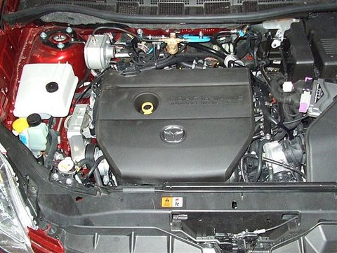 Mazda 5 Motorraum nach Einbau einer LPG-Autogas Anlage