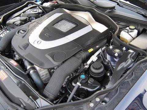 Mercedes SL500 Motorraum nach Einbau einer LPG-Autogas Anlage
