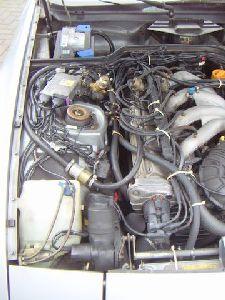 Porsche 944 Motorraum nach Einbau einer LPG-Autogas Anlage