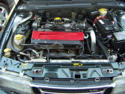 Saab 9000 2.3 turbo Außenansicht / Motorraum nach Einbau einer LPG-Autogas Anlage