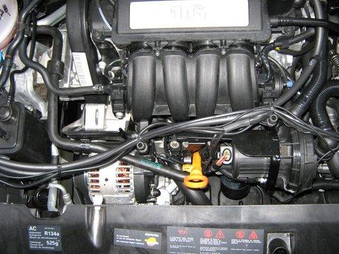 Seat Altea Motorraum nach Einbau einer LPG-Autogas Anlage