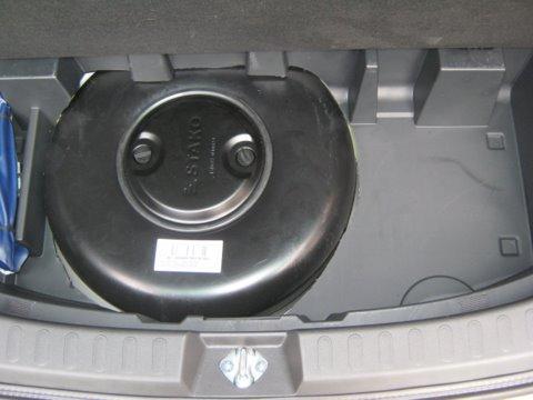 Suzuki Splash 1.2 Kofferraum mit Reserveradmuldentank nach Einbau einer LPG-Autogas Anlage
