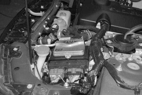 Suzuki Grand Vitara Motorraum nach Einbau einer LPG-Autogas Anlage