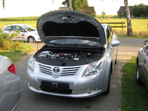 Toyota Avensis Frontansicht nach Einbau einer LPG-Autogas Anlage