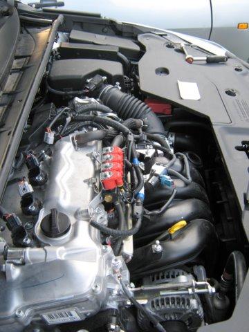 Toyota Avensis Motorraum nach Einbau einer LPG-Autogas Anlage