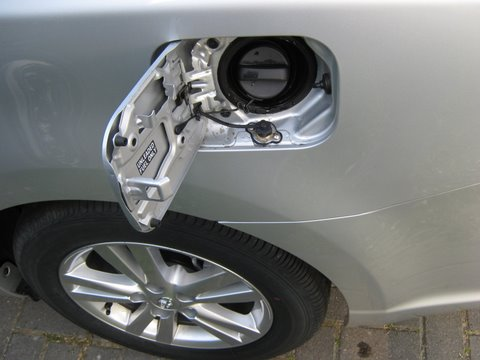 Toyota Avensis Einfüllstutzen nach Einbau einer LPG-Autogas Anlage