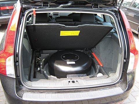 Volvo V50 1.8 Reserveradmuldentank nach Einbau einer LPG-Autogas Anlage