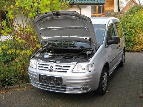 Volkswagen VW Caddy Frontansicht mit Motorraum nach Einbau einer LPG-Autogas Anlage