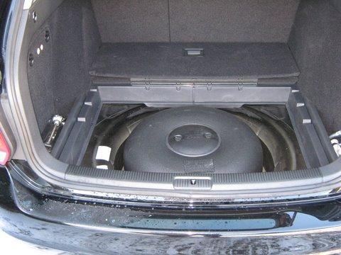 Volkswagen VW Golf Kofferraum mit Reserveradmuldentank nach Einbau einer LPG-Autogas Anlage