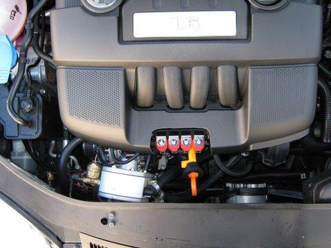 Volkswagen VW Golf Motorraum nach Einbau einer LPG-Autogas Anlage