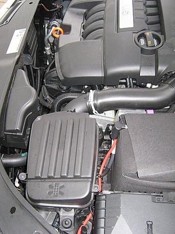 Volkswagen VW Golf Variant Motorraum nach Einbau einer LPG-Autogas Anlage