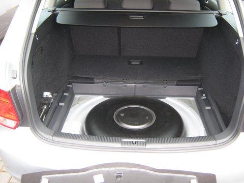 Volkswagen VW Golf Variant Kofferraum mit Reserveradmuldentank nach Einbau einer LPG-Autogas Anlage