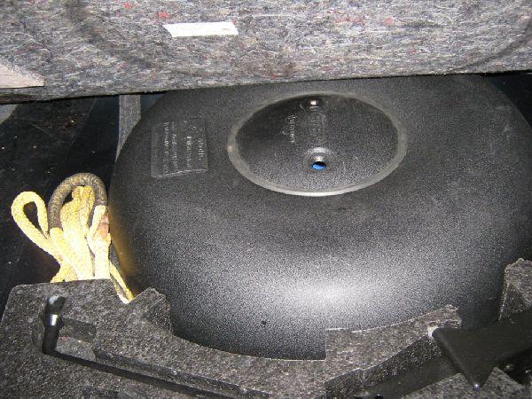 Saab 9.3 2.0 Cabrio Kofferraum mit Reserveradmuldentank nach Einbau einer LPG-Autogas Anlage