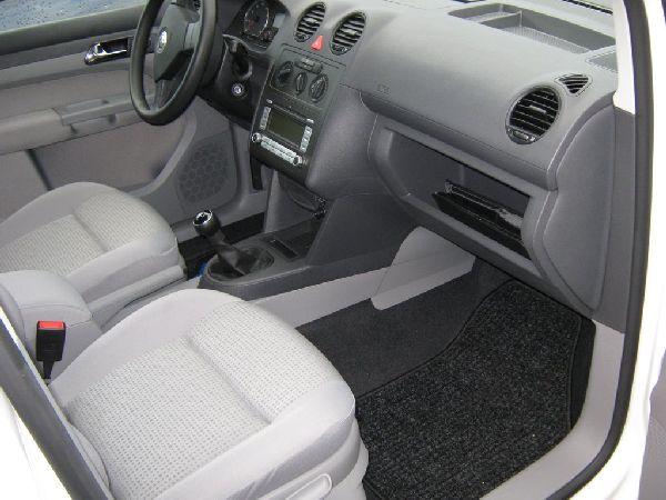Volkswagen VW Caddy Maxi Innenraum mit Unterflurtank nach Einbau einer LPG-Autogas Anlage