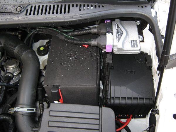 Volkswagen VW Caddy Maxi Motorraum nach Einbau einer LPG-Autogas Anlage