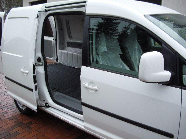 Volkswagen VW Caddy Maxi Kasten Seitenansicht mit Unterflurtank / LPG Autogas: Anlage KME Diego G3