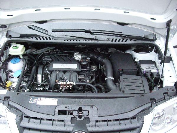 Volkswagen VW Caddy Maxi Kasten Motorraum / LPG Autogas: Anlage KME Diego G3