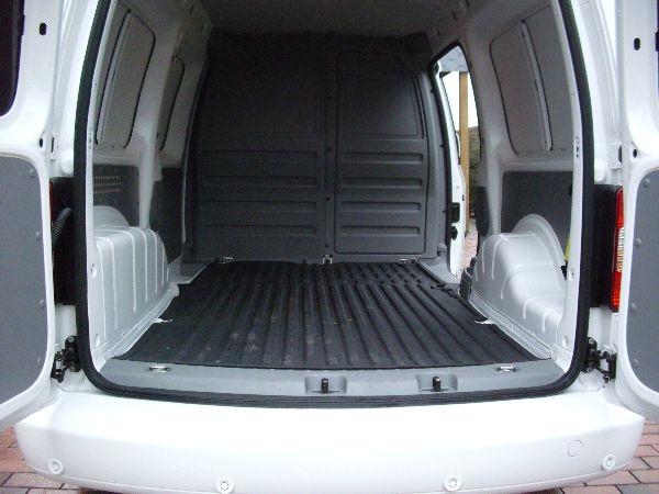 Volkswagen VW Caddy Maxi Kasten Heckansicht mit geöffneter Heckklappe / LPG Autogas: Anlage KME Diego G3